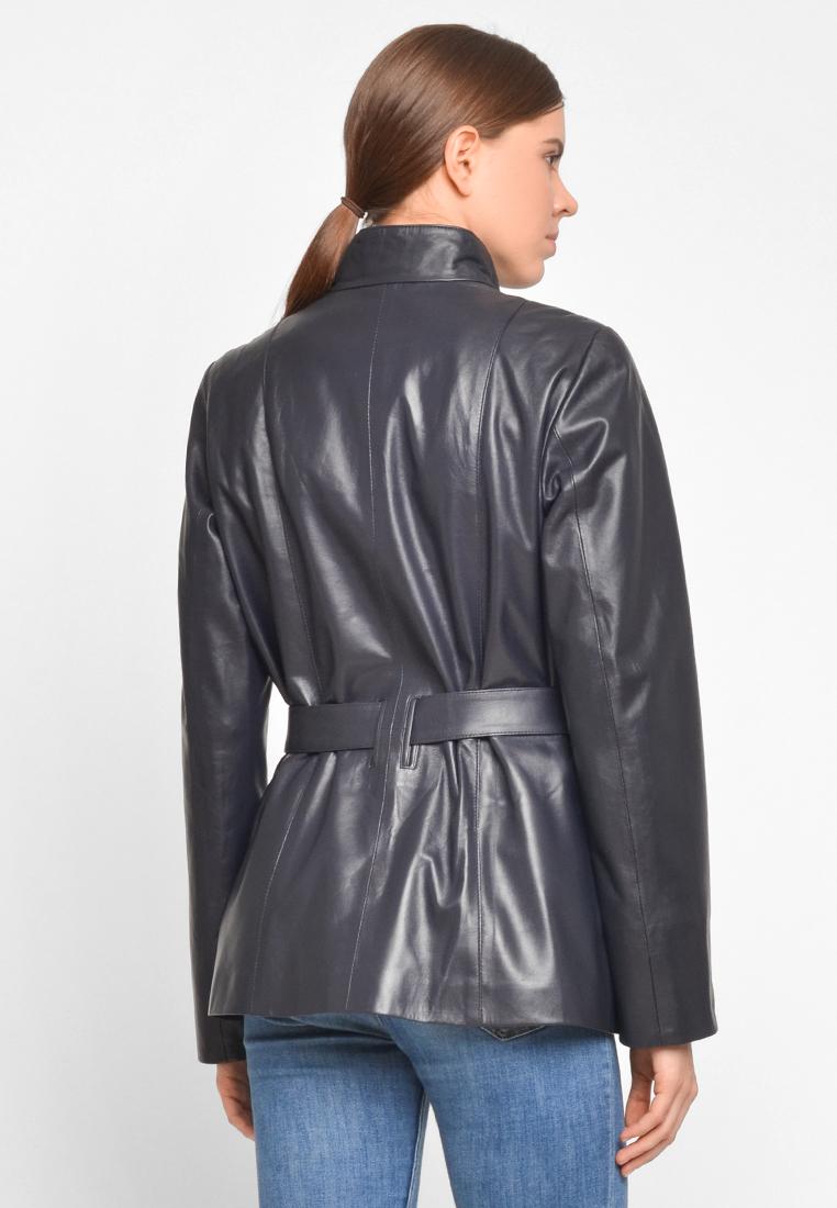 Приталенная кожаная куртка на пуговицах