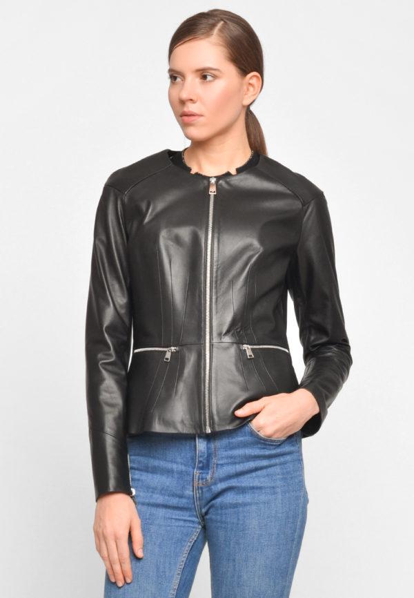 Приталенная куртка с баской из натуральной кожи