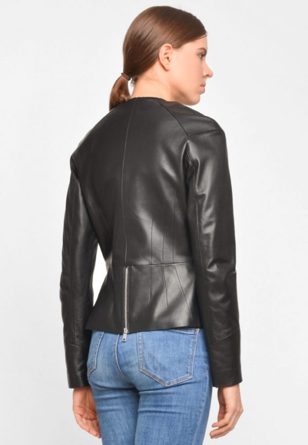 Купить Приталенная куртка с баской из натуральной кожи