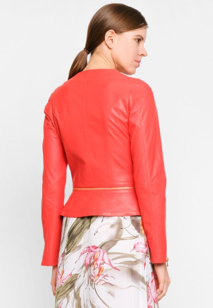 Приталенная куртка из натуральной кожи со съемной баской