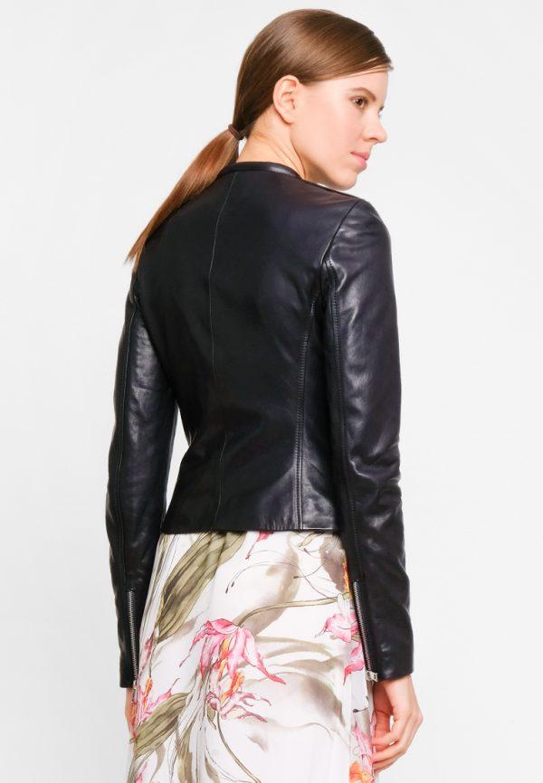 Короткая куртка с декором на плечах