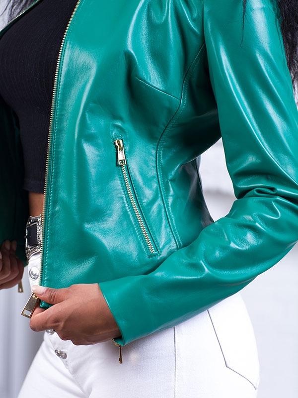 Купить Короткая куртка из натуральной кожи с декором на плечах