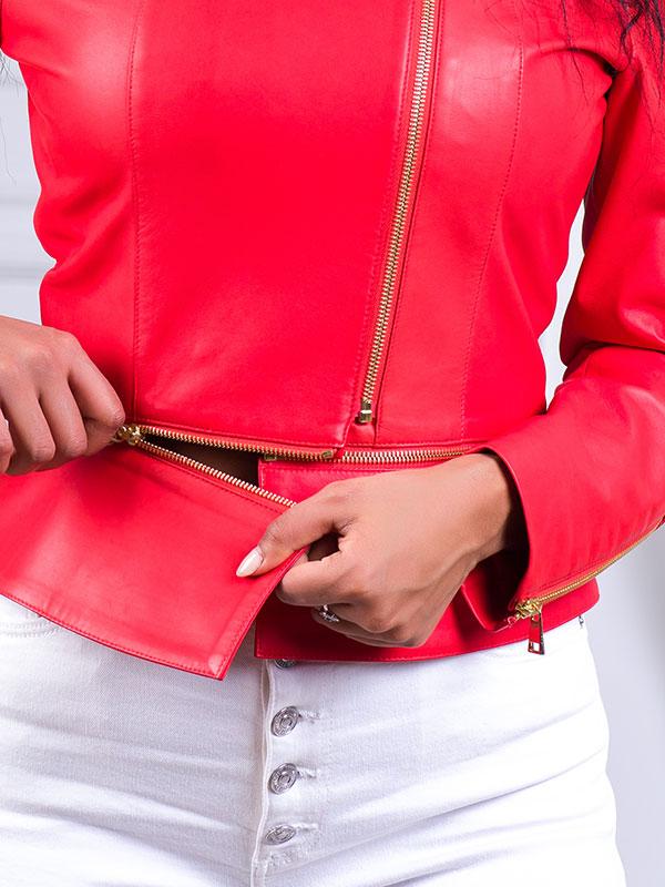 Купить Приталенная куртка из натуральной кожи со съемной баской
