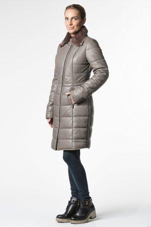 Купить Приталенное пальто из натуральной кожи c меховым воротом