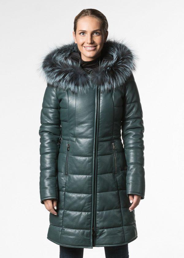 Приталенное утепленное кожаное пальто с капюшоном