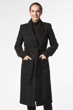 Прямое пальто с декоративной строчкой и накладными карманами
