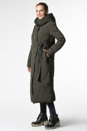 Пальто цвета хаки с капюшоном под пояс