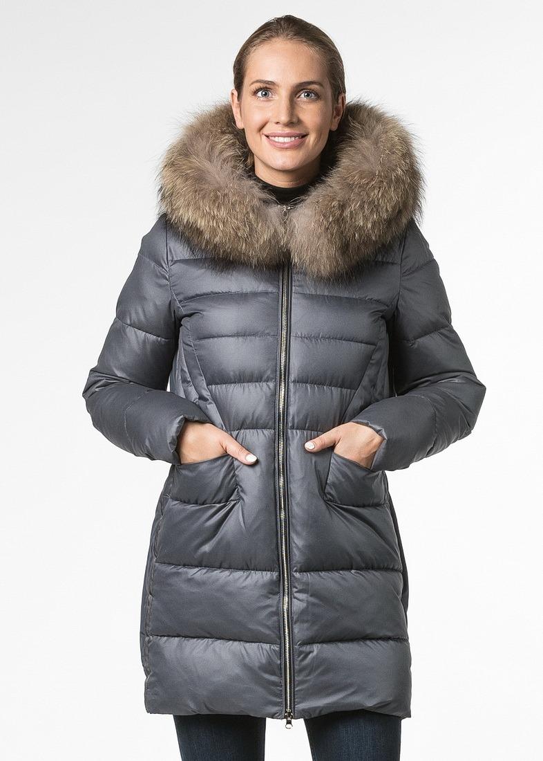 Куртка прямого кроя с капюшоном и отделкой из енота