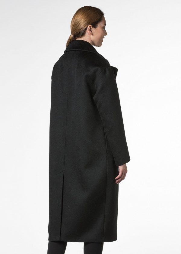 Демисезонное пальто из шерсти с завышенными карманами
